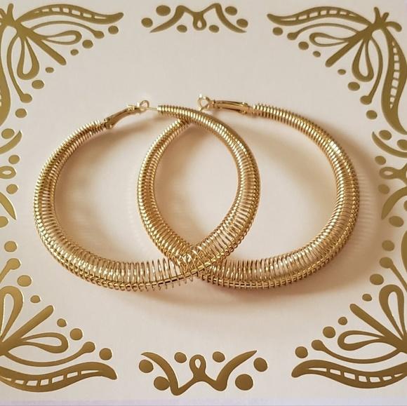 Jewelry - Mesh wire hoop earrings